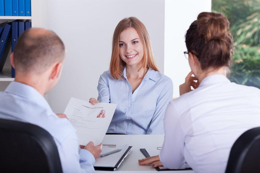 Die richtige Frisur und das richtige Outfit für ein Bewerbungsgespräch